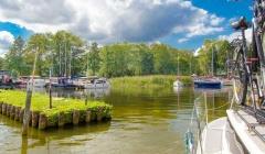 Hausboot und Rad Masuren Polen Masurische Seenplatte