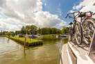 Hausboot und Rad Boot und Bike
