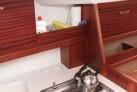 Kuche im Unterdeck des Hausbootes Calipso 750