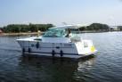 Nauti-Hausboot-auf-dem-See