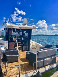 Futura 40 Hausboot mit Flybridge